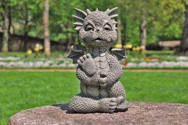 Gartenfigur Gartendrache - Modell macht Yoga - Fantasy Figur Deko Drache Garten
