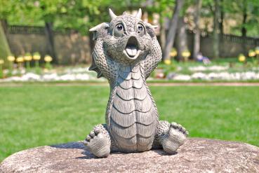 Gartenfigur Gartendrache - Modell erschrocken - Fantasy Figur Deko Drache Garten