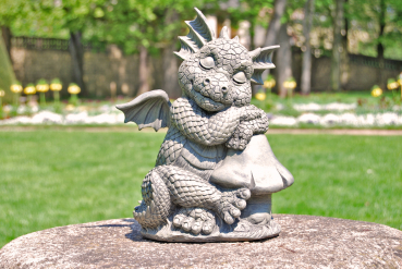 Gartenfigur Gartendrache - Modell kurze Pause - Fantasy Figur Deko Drache Garten