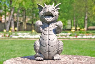 Gartenfigur Gartendrache - Modell Juhuuu - Fantasy Figur Deko Drache Gartendeko