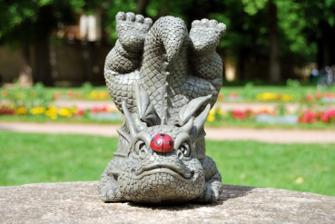 Gartenfigur Gartendrache - Modell Marienkäfer - Fantasy Figur Deko Drache Gartendeko