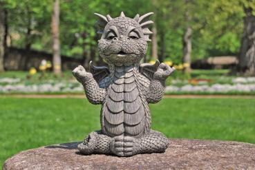 Gartenfigur Gartendrache - Modell Ommmm - Fantasy Figur Deko Drache Gartendeko