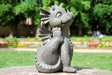 Gartenfigur Gartendrache - Modell Süßer Grauler - Fantasy Figur Deko Drache Gartendeko