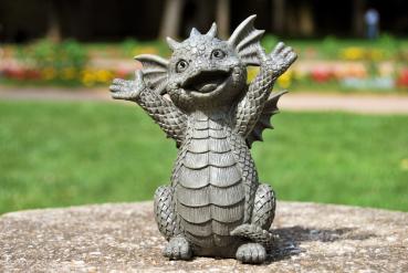 Gartenfigur Gartendrache - Modell Hallo klein - Fantasy Figur Deko Drache Gartendeko