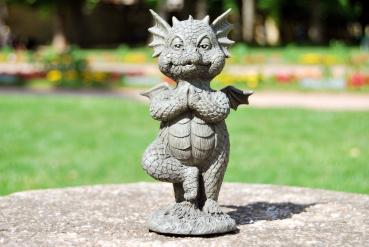 Gartenfigur Gartendrache - Modell Yogabaum klein - Fantasy Figur Deko Drache Garten