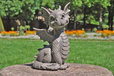 Gartenfigur Gartendrache - Modell süßer Fratz - Fantasy Figur Deko Drache Garten