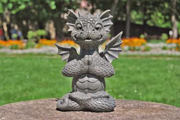 Gartenfigur Gartendrache - Modell Yogi - Fantasy Figur Deko Drache Gartendeko