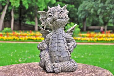 Gartenfigur Gartendrache - Modell Mittelfinger - Fantasy Figur Deko Drache frech