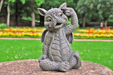 Gartenfigur Gartendrache - Modell Ohrbohrer - Fantasy Figur Deko Drache Garten