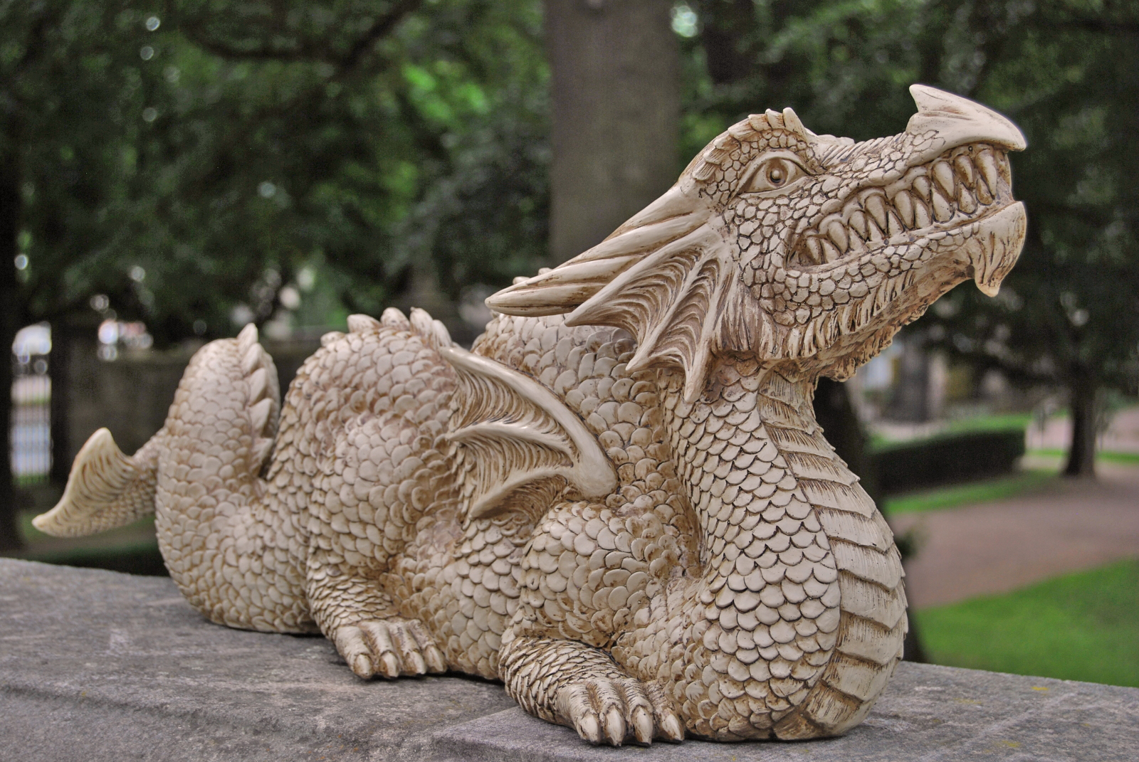 Sehr Großer Drache Sandsteinfarben Gartenfigur Figur Gargoyle